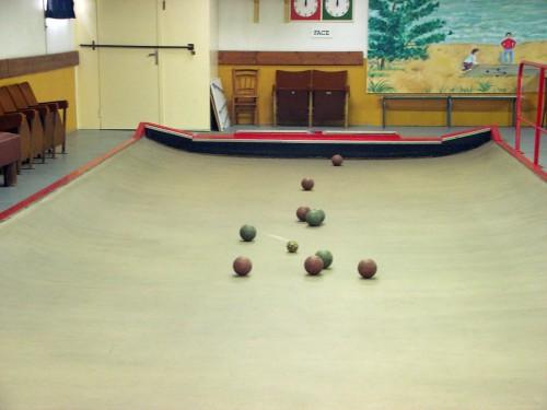 Les boules et le petit, et à l'arrière-plan, les compteurs de points, photographie de