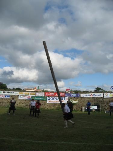 Les jeux écossais en France: Highland games, Bressuire (Deux-Sèvres), 2012. Cliché L. S. Fournier